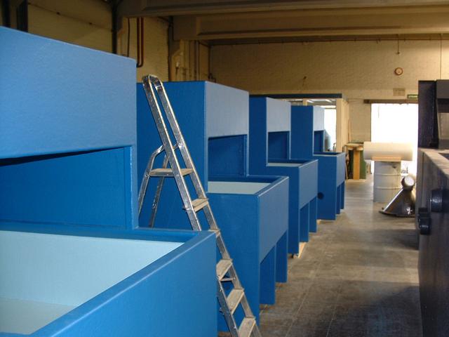 Bouw van de kreeftenopslagsystemen in de fabriek