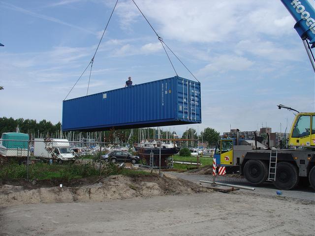 Plaatsing containers met techniek project Almere haven