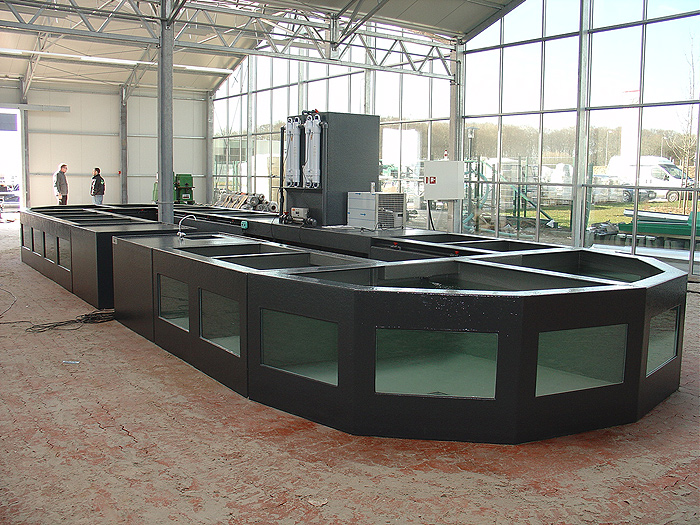 Foto 10 Opstelling Polyester Vijvervisbewaarsysteem Bij Nieuwbouw Tuincentrum
