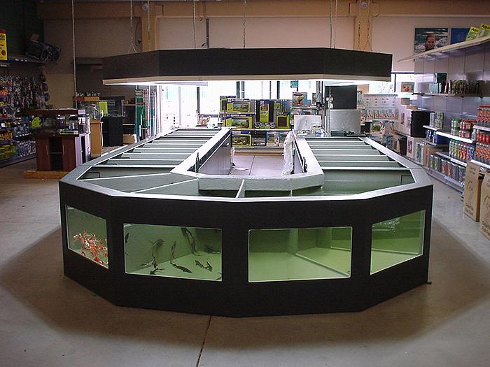 Foto 11 Opstelling Polyester Vijvervisbewaarsysteem Bij Nieuwbouw Tuincentrum